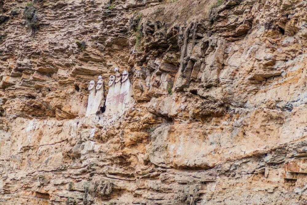 35 sarcophages de la culture Chachapoyas découverts au Pérou